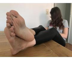 Ženy s velkýma chodidla chtěly / Women with big feet wanted